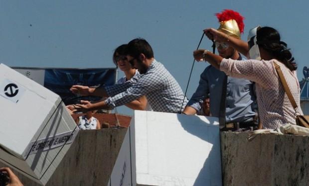 """""""Активистите"""" ги фрлаат слободата и човековите права во Светата Река"""